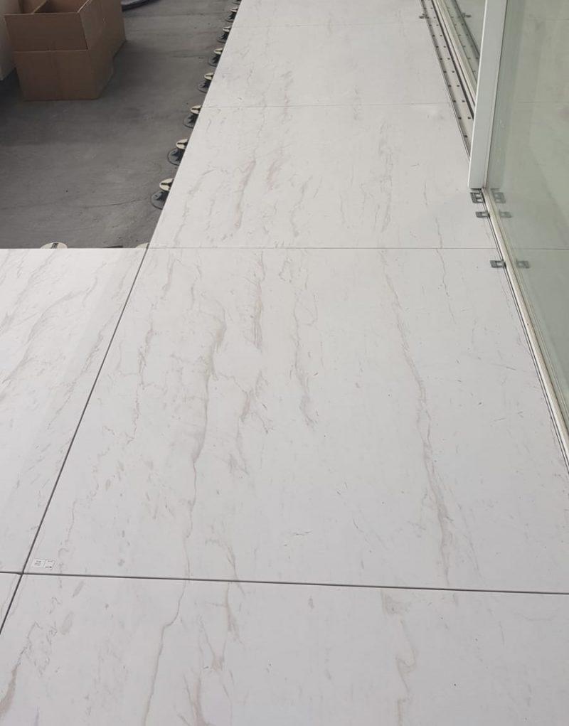 Suelo de mármol de gran formato - Large format marble floor