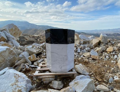 Marble stools: solid effect and ultra-lightweight